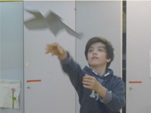 Papierflieger mit experimenteller Flugphysik
